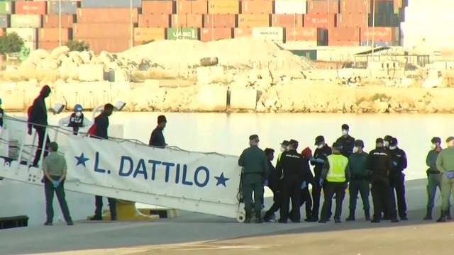 Van zee geredde vluchtelingen van boord in Valencia