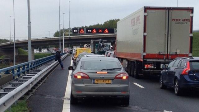 Coentunnel in tijdelijk beide richtingen afgesloten vanwege gaslucht