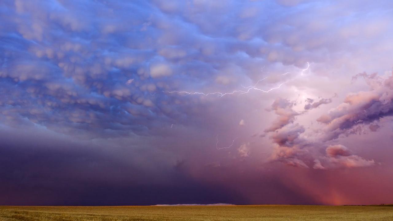 Indrukwekkend gekleurde lucht tijdens storm South Dakota