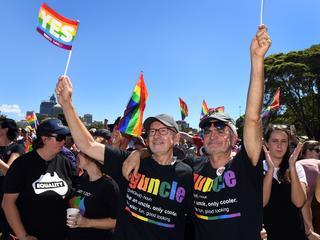 Meerderheid stemt volgens peiling voor invoering homohuwelijk