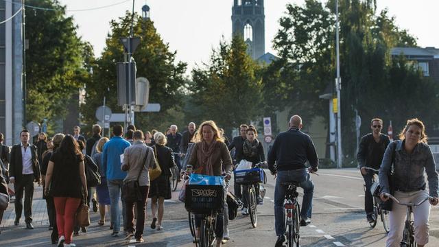 Provincie geeft startsein voor snelfietsroute tussen Utrecht en Amersfoort