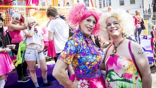 Tilburgse kermis viert diversiteit op Roze Maandag