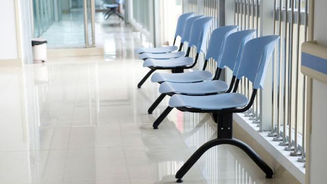 'Grote zorgverzekeraars sluiten contracten met ziekenhuizen niet op tijd af'