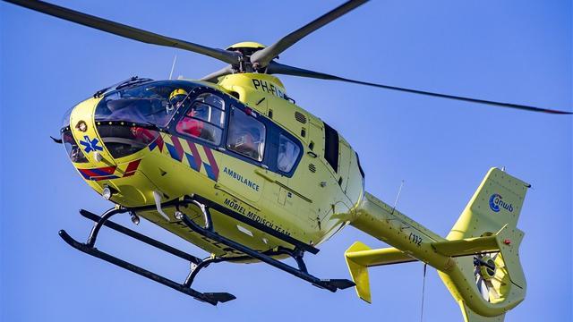 Fietser (45) uit Ovezande met traumahelikopter naar ziekenhuis na val