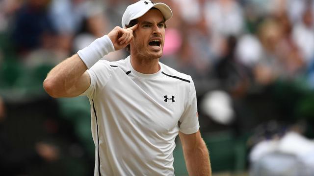 Federer en Murray met veel moeite naar halve finale Wimbledon