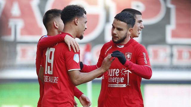 FC Twente klopt PEC Zwolle met hoofdrol voor City-huurling Latibeaudiere
