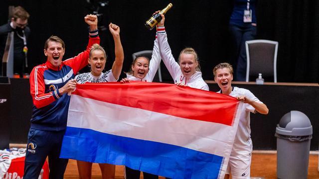 Feest bij de Nederlandse ploeg na de zege op China.