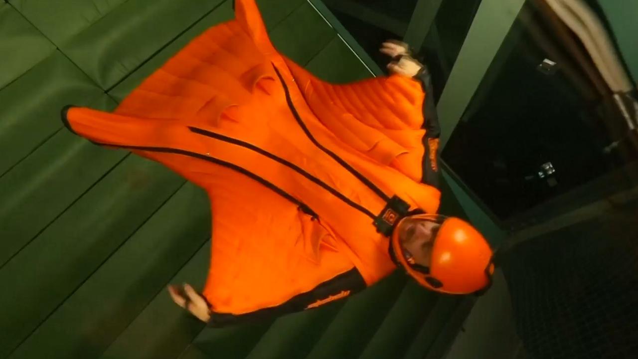 Nederlandse wingsuit-vlieger breekt record langste indoor-vlucht