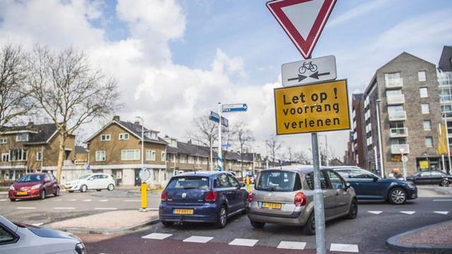 'Verkeersplein 't Goylaan juridisch onduidelijk, maar wel veilig'