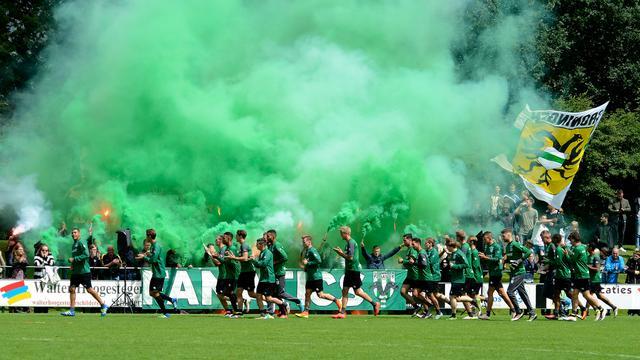 Twee boetes voor FC Groningen wegens vuurwerk