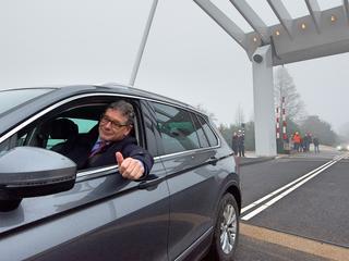 Het wegverkeer kan na bijna een jaar weer gebruik maken van de brug