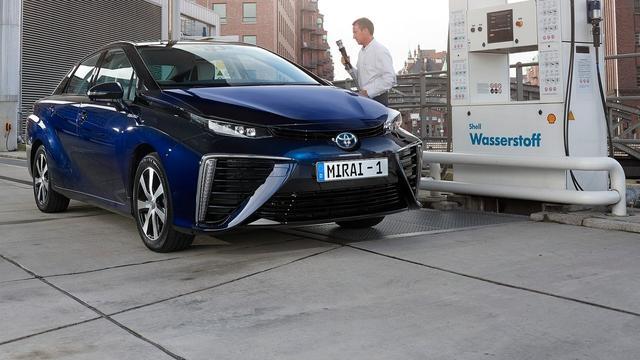Dit doen autofabrikanten met waterstofauto's