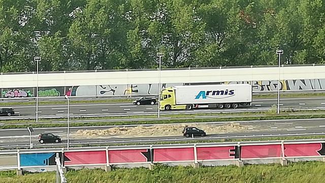 Twee rijbanen op A12 bij Den Haag lange tijd gesloten door hooibalen