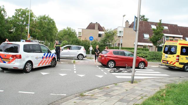Automobilist snijdt fietser in Leiderdorp