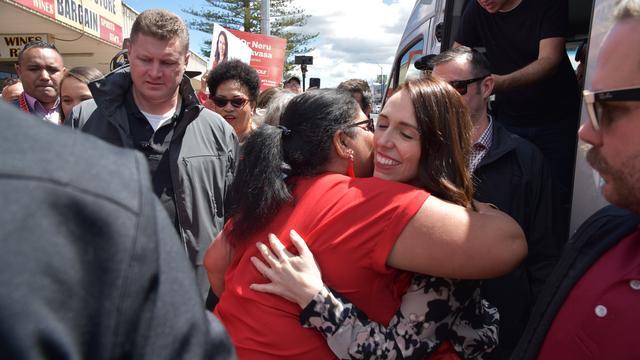 Nieuw-Zeelandse premier Ardern stevent af op historische verkiezingswinst
