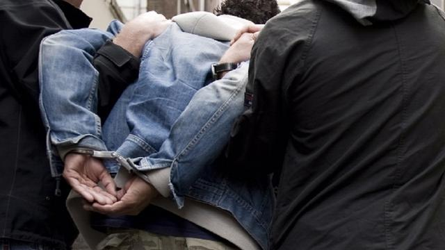 Jongen (17) aangehouden na bedreigen taxichauffeur in West
