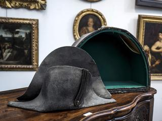 Hoofddeksel achtergelaten op slagveld van Waterloo