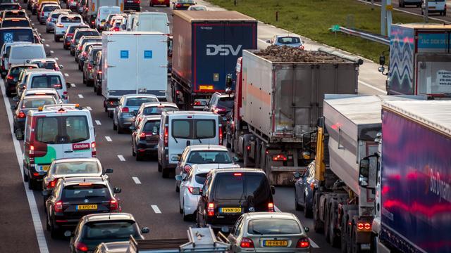 Ongevallen hinderen verkeer op A4.