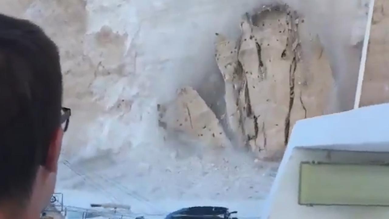 Vallende rotswand veroorzaakt paniek op strand op Zakynthos