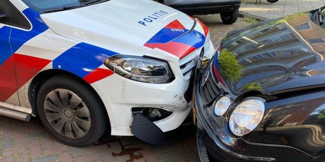 Automobilist botst onder invloed van lachgas tegen politieauto in Zuid