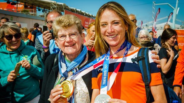 Annemiek van Vleuten veroverde in Tokio goud op de tijdrit en zilver in de wegwedstrijd.