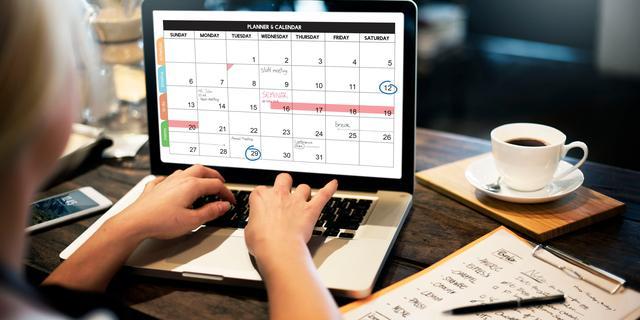 Gezond thuiswerken: Zet je laptop op een stapel boeken en andere adviezen