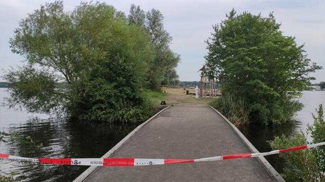 Man overleden na schietpartij op strand in Amsterdam, dader voortvluchtig