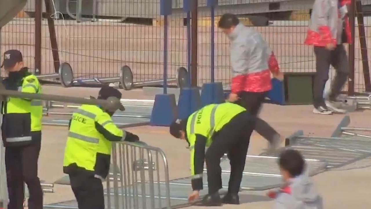 Staf olympisch park Gangneung druk met opruimen door harde wind