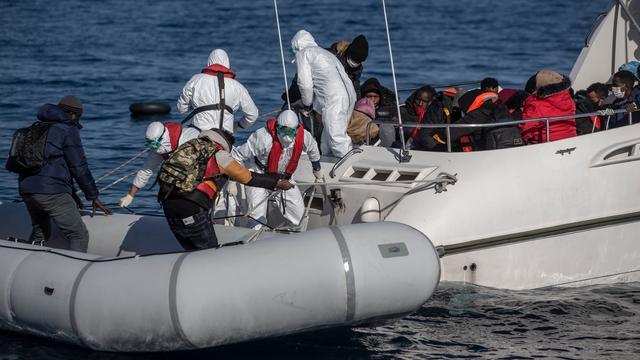 Op de foto zie je hoe de Turkse kustwacht begin april vluchtelingen oppikt