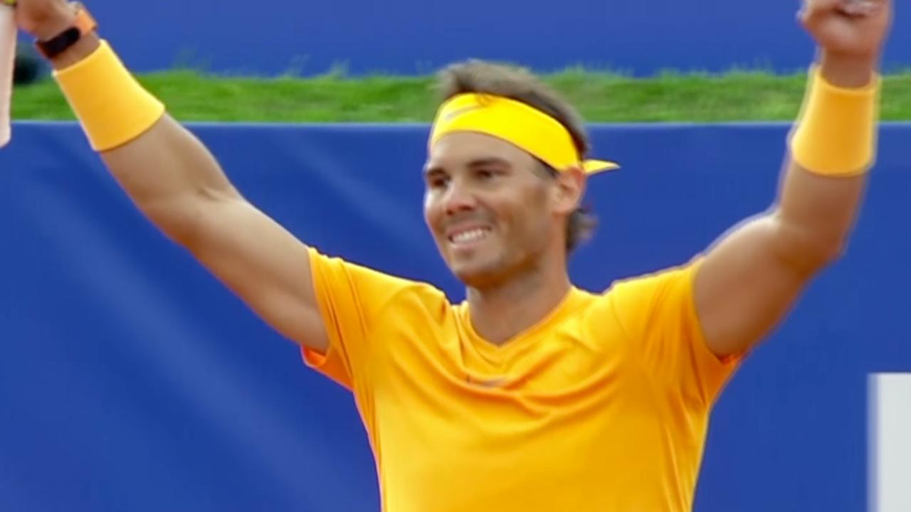 Nadal veegt de vloer aan met Tsitsipas in finale Barcelona