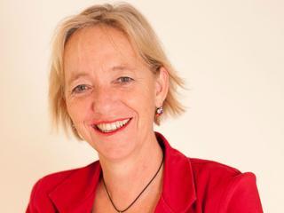 Gea Broekema-Procházka, sinds 2007 algemeen directeur van Alzheimer Nederland, deelt nieuws over alzheimeronderzoek.
