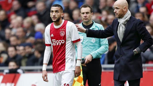 Ajax-trainer Ten Hag ondanks matig optreden blij met drie punten