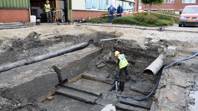 Archeologen vinden resten van eeuwenoude waterpoort Enkhuizen