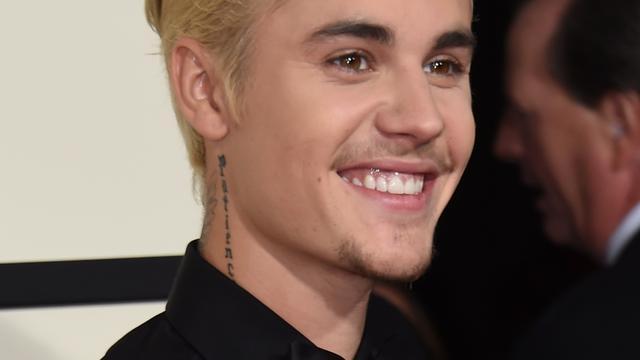 Justin Bieber schikt met fotograaf