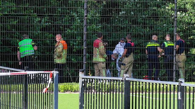 De politie doet onderzoek naar de toedracht van de steekpartij in Rotterdam-Beverwaard, waarbij de vijftienjarige Joshua overleed.