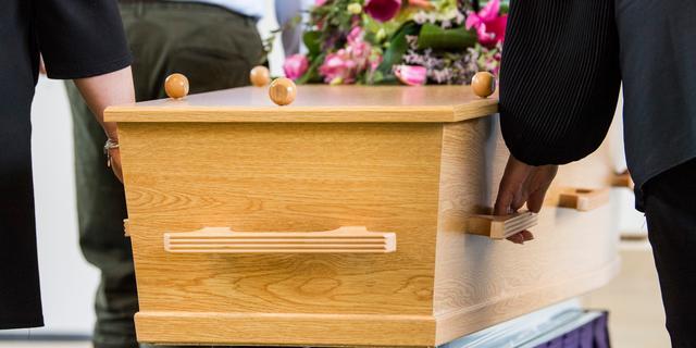 Kabinet gaat naast begraven en cremeren ook oplossen van lichaam toestaan