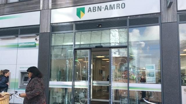Ruiten en pinautomaten van ABN flink toegetakeld