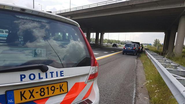 Rijbaan A2 afgesloten na ongeval tussen vrachtwagen en personenauto's