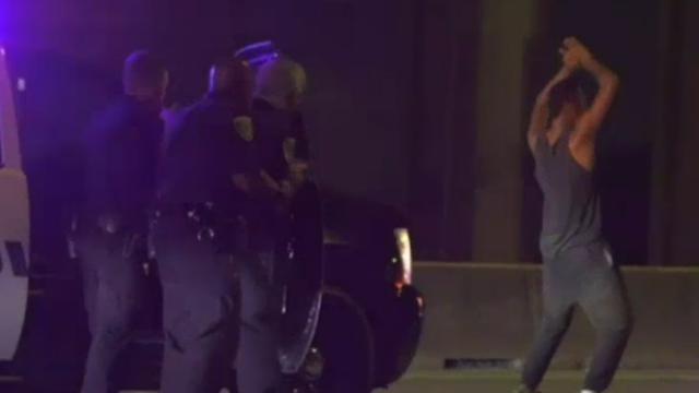 Man danst erop los tijdens arrestatie na achtervolging in Houston