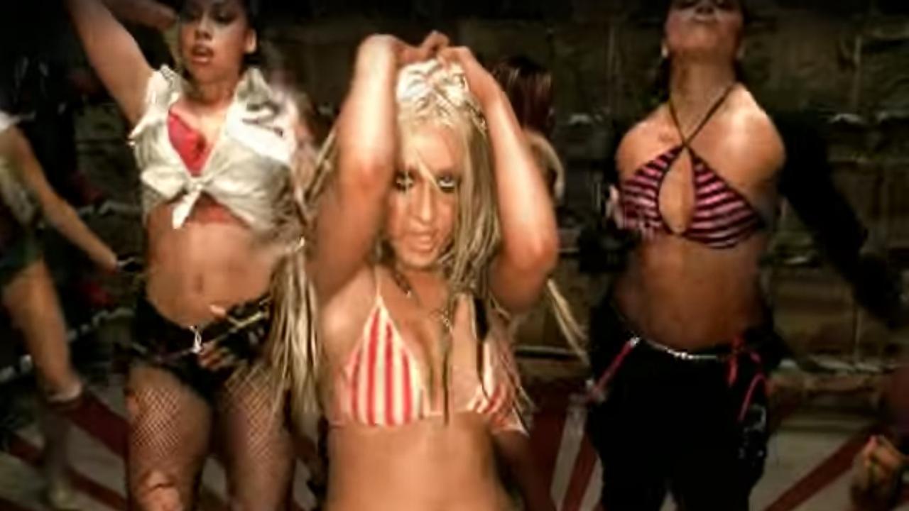 Christina Aguilera bespreekt kleding in videoclip Dirrty