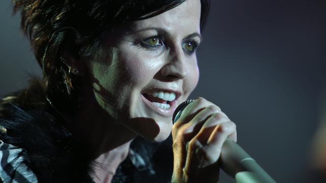 Cranberries-zangeres Dolores O'Riordan begraven naast haar vader