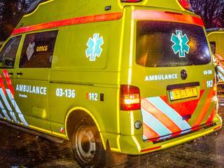 Fietser raakte gewond en is naar ziekenhuis vervoerd