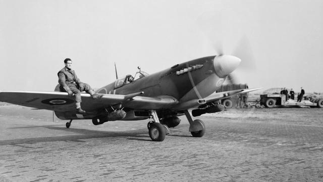 1944: Een Spitfire van de Royal Air Force in Volkel.