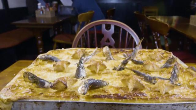 Minidocu: Britse pub maakt taarten waar hele vissen uitsteken