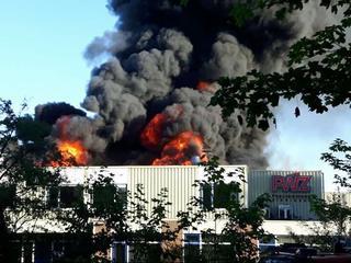 Brandweer probeert uitbreiding te voorkomen