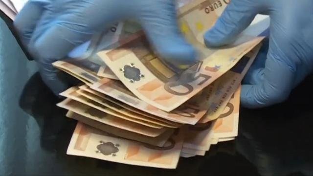 Europese Commissie tikt Den Haag op vingers om witwaswet