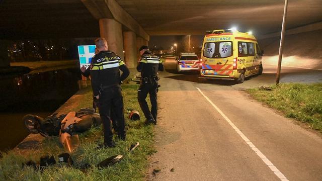Scooterrijder lichtgewond bij eenzijdig ongeval op de Westkanaalweg