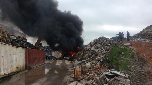 Grote brand bij metaalrecyclingbedrijf in Tilburg