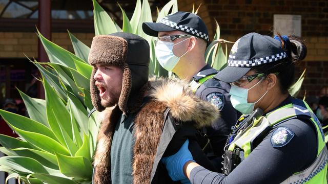 74 arrestaties bij demonstraties tegen coronamaatregelen in Melbourne