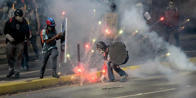 Oppositieleiders gewond bij protesten tegen regering Venezuela